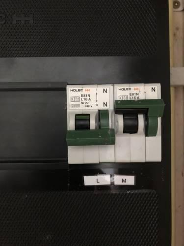 Werk veilig en schakel de stroom op het apparaat volledig uit