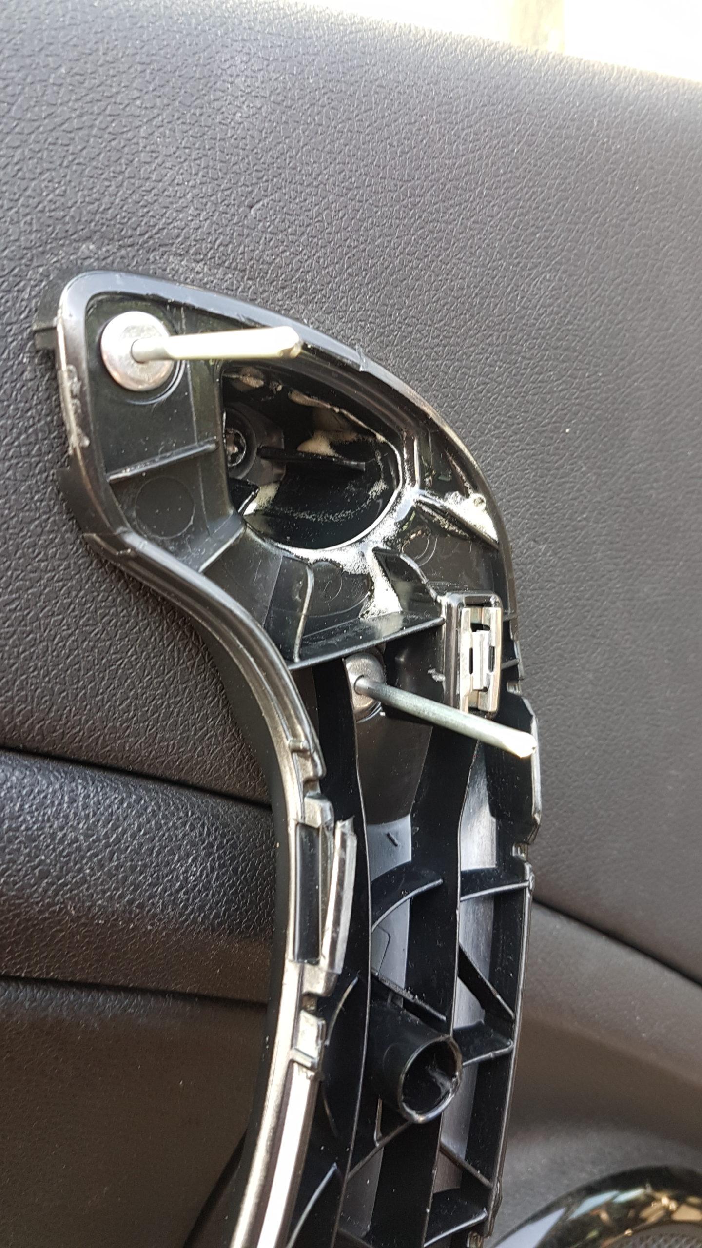 Vastzetten deurgreep Renault Megane 3 met popnagels