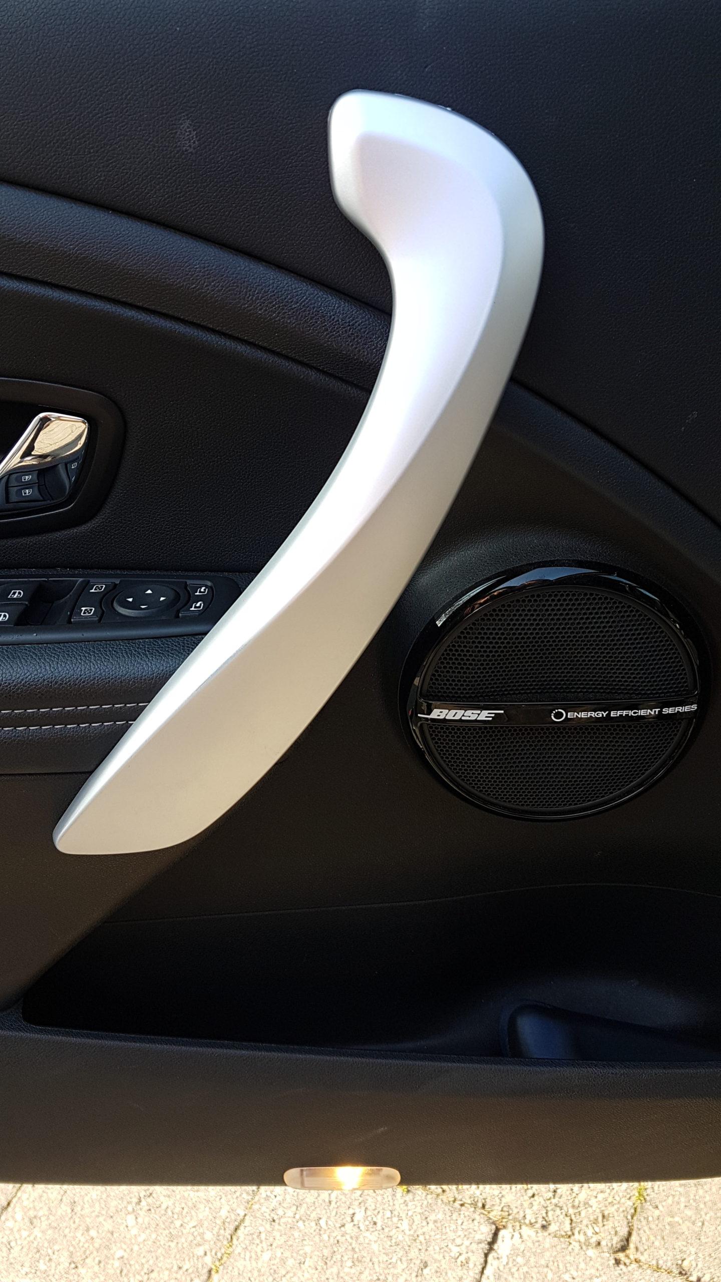 Afdek kap terugplaatsen en deurgreep Renault Megane is weer als nieuw